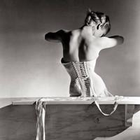 Horst P. Horst: A Mainbocher fűző (1939)