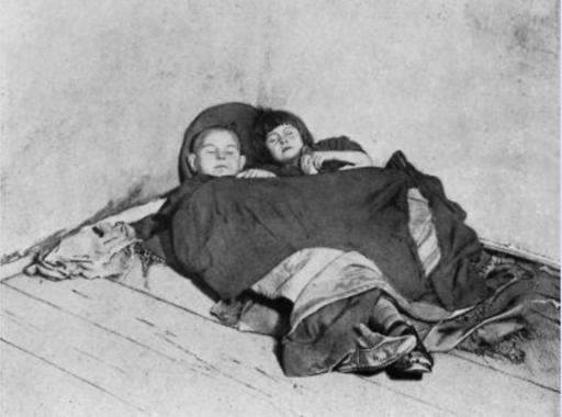 """Ezek a szívszorító képek voltak a 100 éve készült legelső magyar szociofotó """"albumban"""""""