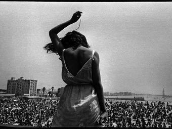 Dennis Stock: Kaliforniai rockkoncert, Venice Beach (1968)