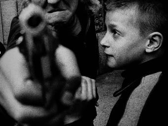 Variációk – Gyerekek fegyverrel