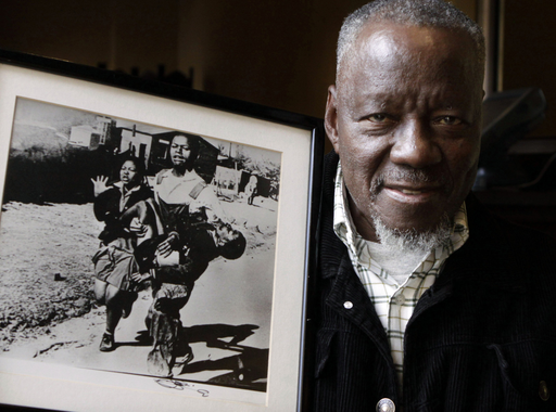 Elhunyt Sam Nzima (1934-2018), akinek felkavaró képét a Time magazin a világ 100 legnagyobb hatású fotói közé válogatta