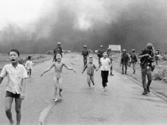 Megrázó videó került elő a Pulitzer-díjas fotó készítésének pillanatairól (18+)