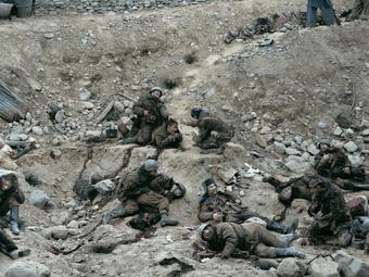 A világ egyik legdrágább fotója – Jeff Wall: Halott katonák beszélgetnek