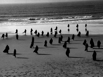 Shirin Neshat: Emigráns művészet (videó magyar felirattal)