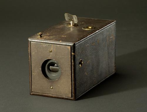 Pontosan 130 éve mutatták be az első KODAK fényképezőgépet (1888. szeptember 4.)