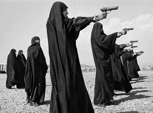 Kép-kockák #10 - Jean Gaumy: Lőgyakorlat, Teherán, Irán 1986. október