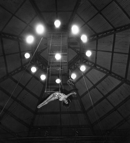 Variációk éjszakára - Inspiráció a Weegee éjszakája fotópályázatunkhoz
