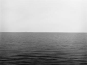 Hiroshi Sugimoto: Seascapes - Egy japán fotós hosszú expozíciós idővel készült képei a világ tengereiről