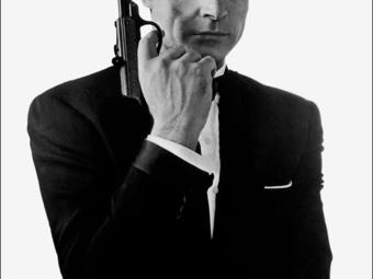 Leghíresebb fotóján egy légpisztollyal pózolt Sean Connery (1963)