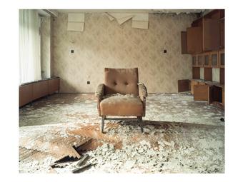 Egy letűnt kor pusztuló emlékei – Hernád Géza 42 fotója a balatonaligai pártüdülőből