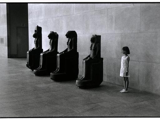 Múzeumok fotósszemmel 4. - Elliott Erwitt képei és gondolatai a múzeumlátogatókról