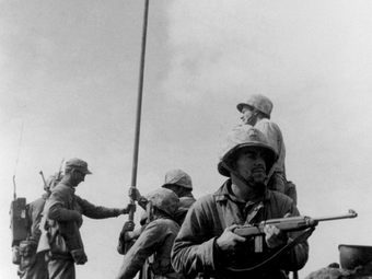 Ismét újraírták a világ egyik leghíresebb háborús fotójának történetét