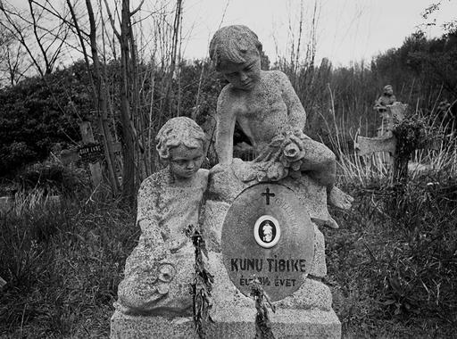 Egy betiltott fotókiállítás képei - Tímár Péter: Gyász, 1980-1983 (18+)