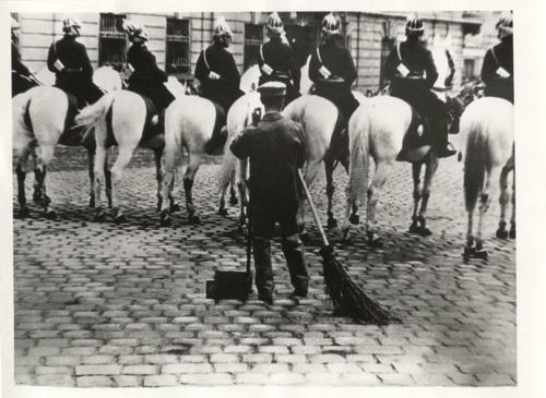 Escher Károly: A fotoriport technikája (részletek) - Megjelent: Riportfényképezés. Műszaki Könyvkiadó. 1959.