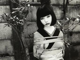 A kötözés művészete – Egy japán fotós meghökkentő képei