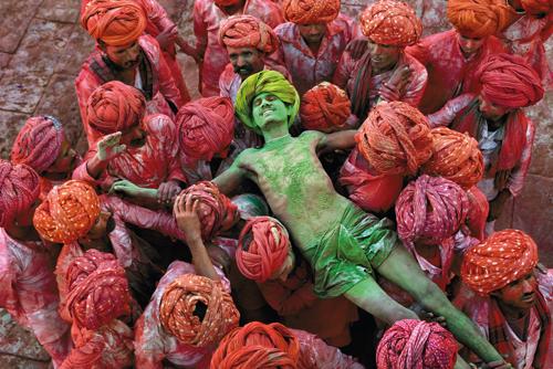 Steve McCurry legendás fotói (Szegő György írása)