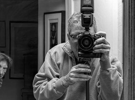 Ha anya boldog, én is az vagyok. – Egy festőművész szokatlan portréi demens édesanyjáról