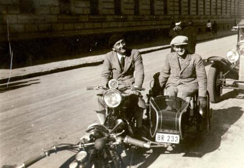 Az élet, meg minden – Tamási Miklós: A Fortepan-sztori, Szent-Györgyi motoron és az Opel Rekord a házunk előtt (podcast)