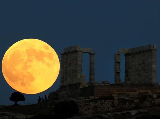 Mostanában fényképezték #54 - Az évszázad holdfogyatkozása