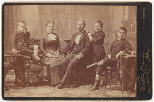 Hány fényképészt ismerünk? – A fényképész szakma növekedése a magyar korona területén, 1840–1890 (Farkas Zsuzsa írása)
