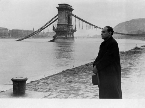 Reismann Marian: Szálasi Ferenc a Lánchíd romjainál című fotójának története