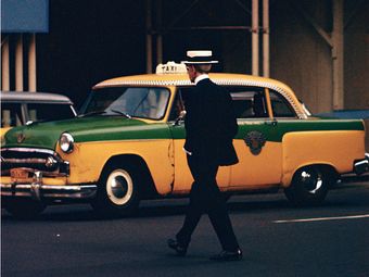 Saul Leiter, a művészi színes fényképezés úttörője (1923-2013)