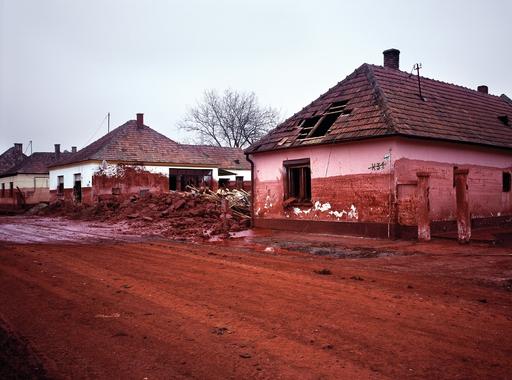 Kollányi Péter: Memento - A vörösiszap-katasztrófa áldozatainak emlékére