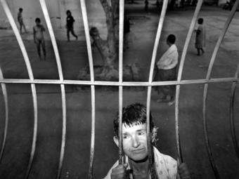 Claudio Edinger: Őrület - Képek egy brazil elmegyógyintézetből 18+