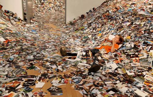 Hány képet töltünk fel egy nap alatt egy képmegosztó oldalra? – Erik Kessels megmutatta
