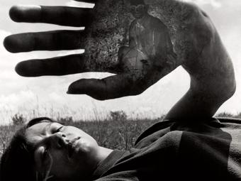 Jerry Uelsmann manipulált fotói a Photoshop előtti korszakból