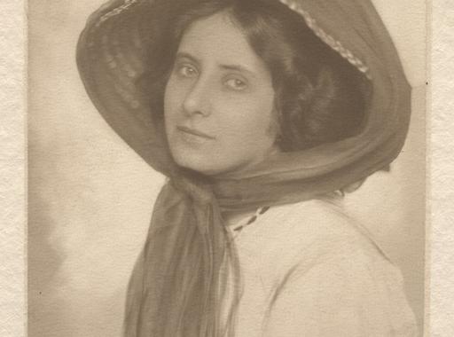 Máté Olga (1878-1961) élete és ritkán látott felvételei - Tőry Klára írása