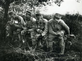 Fotó-kalendárium - André Kertész: A latrinán, 1915. július 22.