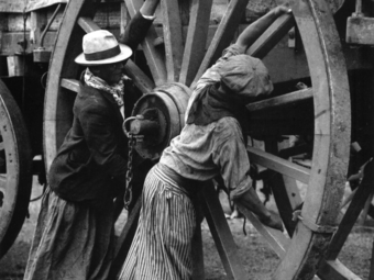 Fotó-kalendárium - 12 ritkán látott fotó a 120 éve született Munkácsi Mártontól (1896-1963)