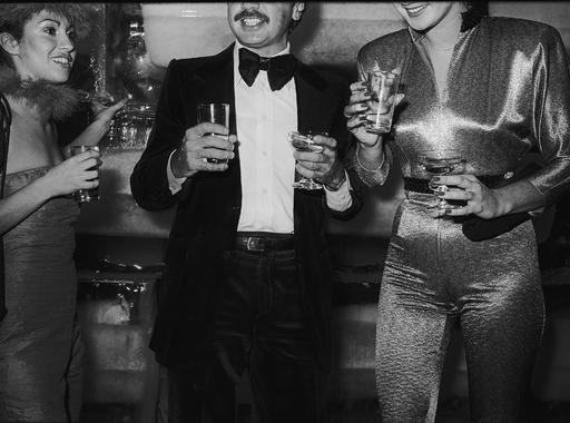 Párizs és New York két legendás mulatójának éjszakai élete a hetvenes évek riportfotóin (18+)