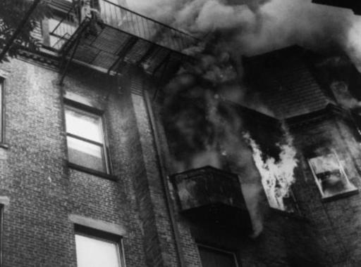 Kép-kockák #14 – Stanley Forman: Tragikus baleset a leszakadó tűzlépcsőn (1975)
