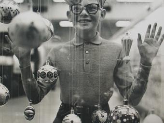 Richard Avedon: Christmas Boy, 1965