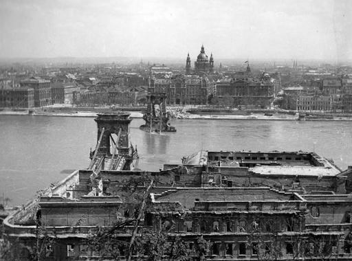Akkor és most. Budapesti helyszínek 1945-ben és 2020-ban.