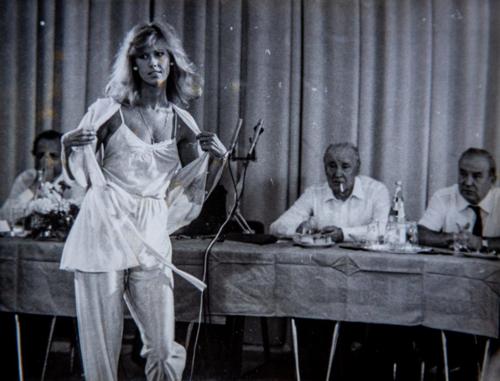 Manipulált lemezborítók, a legjobb fotográfiai témájú mozifilmek és Kenny Rogers képei