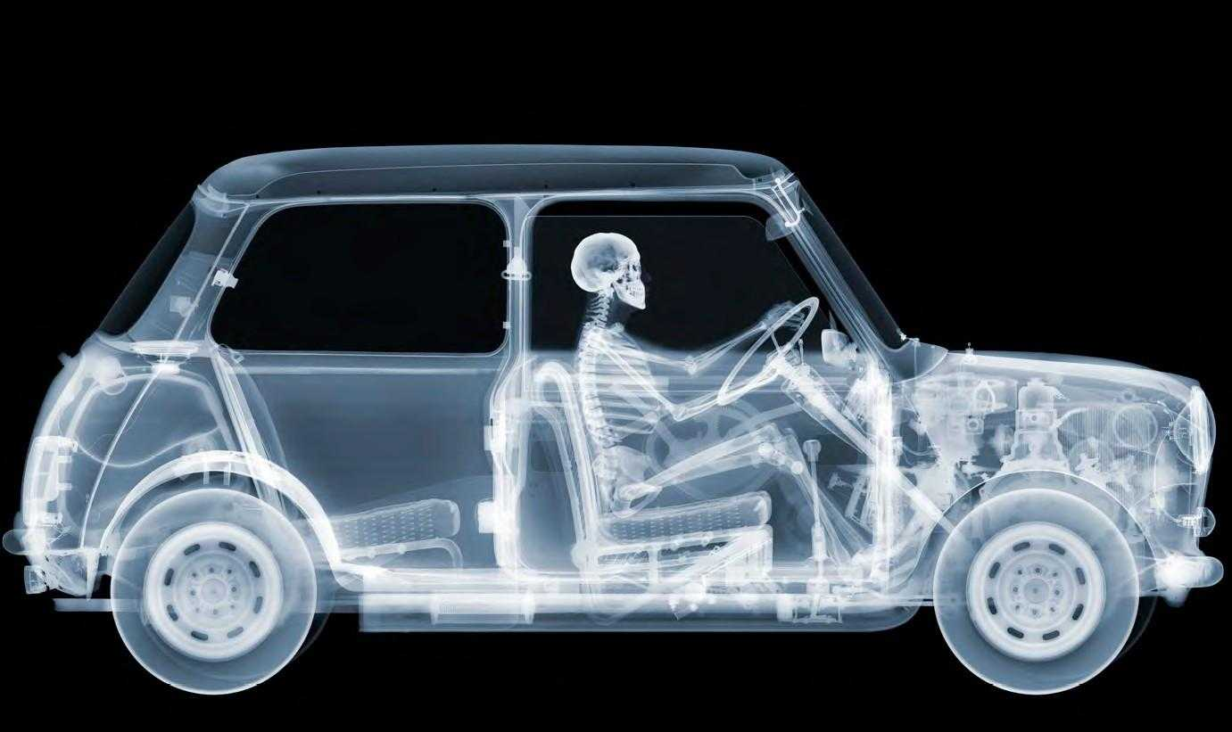 Fotó: Nick Veasey: Mini Driver, 2012. július © Nick Veasey / Caters / Picture Media