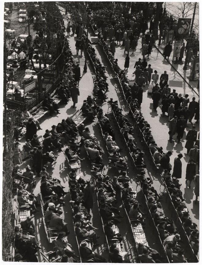 Fotó: Escher Károly: Tavaszi korzó, 1930-as évek © Magyar Fotográfiai Múzeum