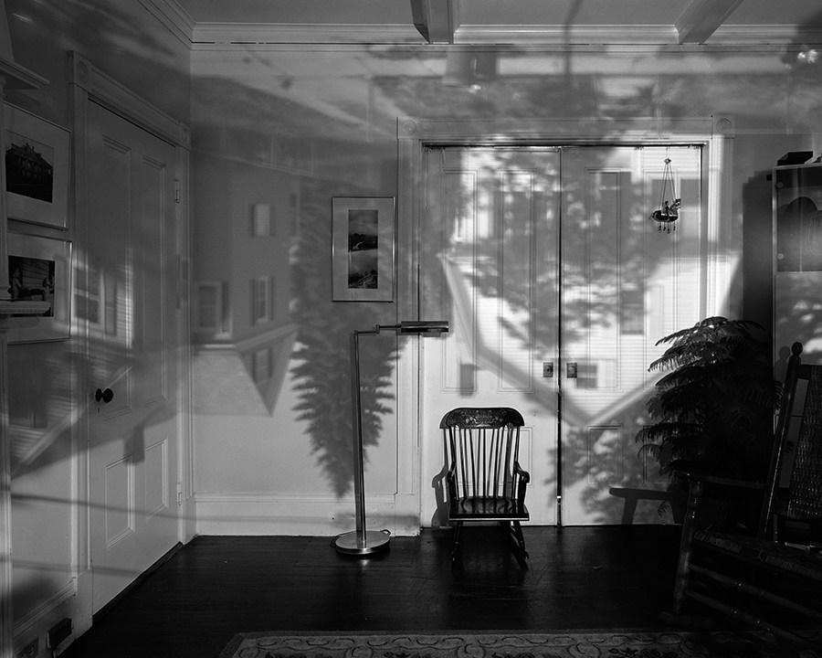Fotó: Abelardo Morell: A nappalink ablakából, Camera Obscura, 1991 © Abelardo Morell
