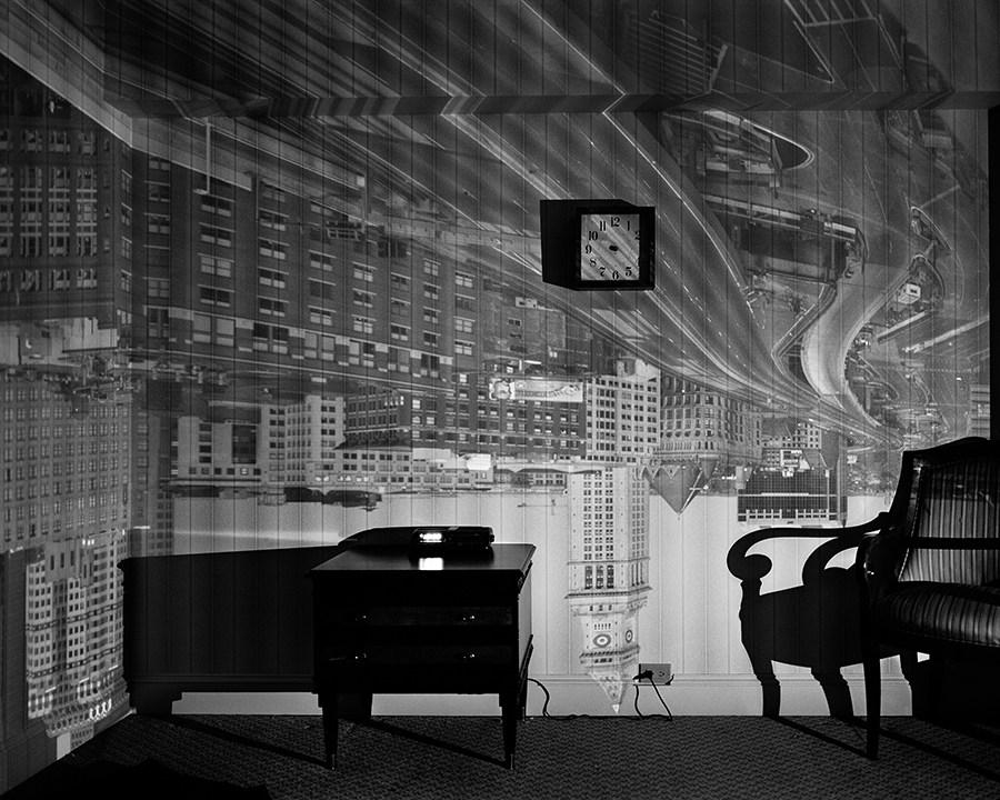 Fotó: Abelardo Morell: Bostoni hotelszoba, Camera Obscura, 1999 © Abelardo Morell