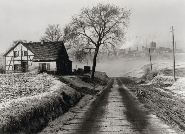 Fotó: Albert Renger-Patzsch: A Rosenblumendelle szénbánya környéke Essen közelében, 1928 © Albert Renger-Patzsch / Archiv Ann und Jürgen Wilde, Zülpich / ADAGP