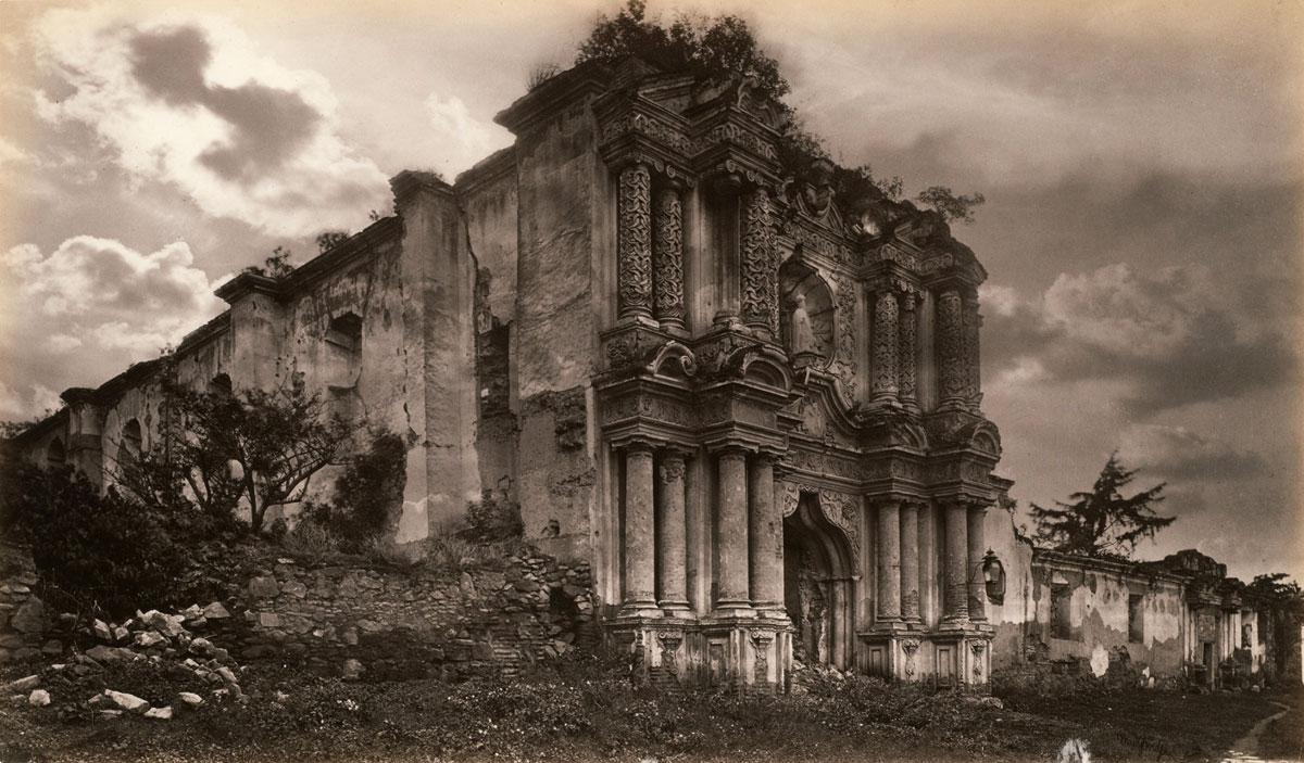 Fotó: Eadweard Muybridge: Ruins of a Church, Antigua, Guatemala, 1875, albumen print ©<br />Collection Centre Canadien d'Architecture/Canadian Centre for Architecture, Montreal