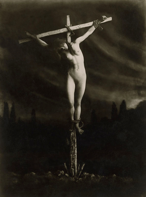 Fotó: František Drtikol: Keresztre feszítve, 1914 előtt © František Drtikol