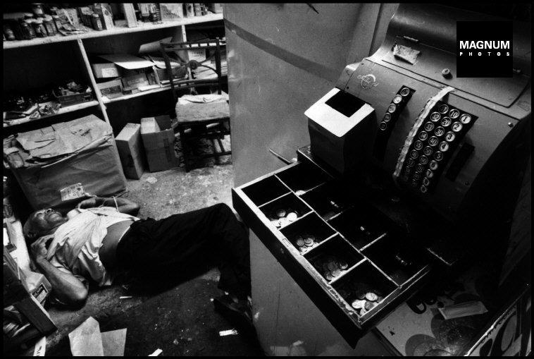 Fotó: Leonard Freed: Részlet a Police Work című sorozatból, New York City. 1972 © Leonard Freed/Magnum Photos