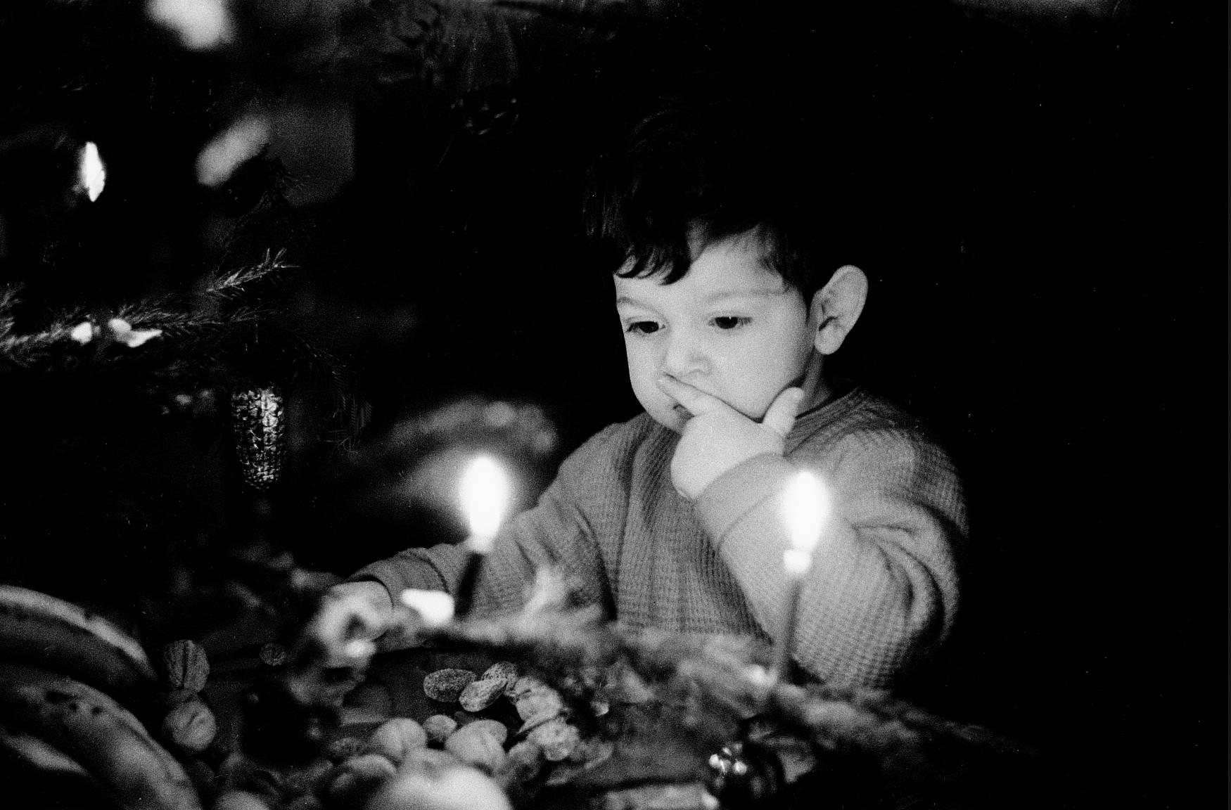 Fotó: Frank Horvat: 1958, Paris, France, Lorenzo at Christmas © Frank Horvat