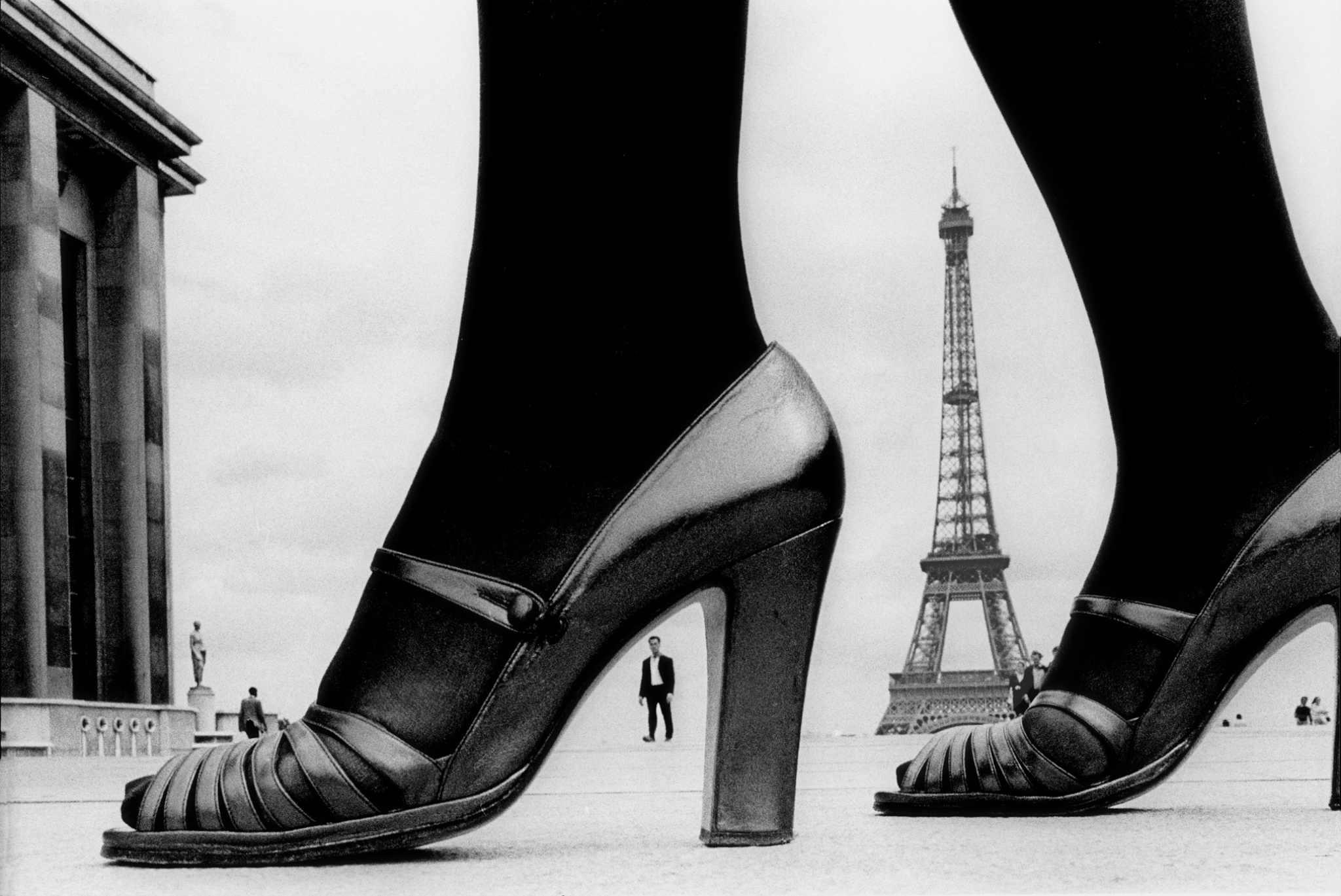 Fotó: Frank Horvat: Shoe and Eiffel Tower (A), Paris 1974 © Frank Horvat
