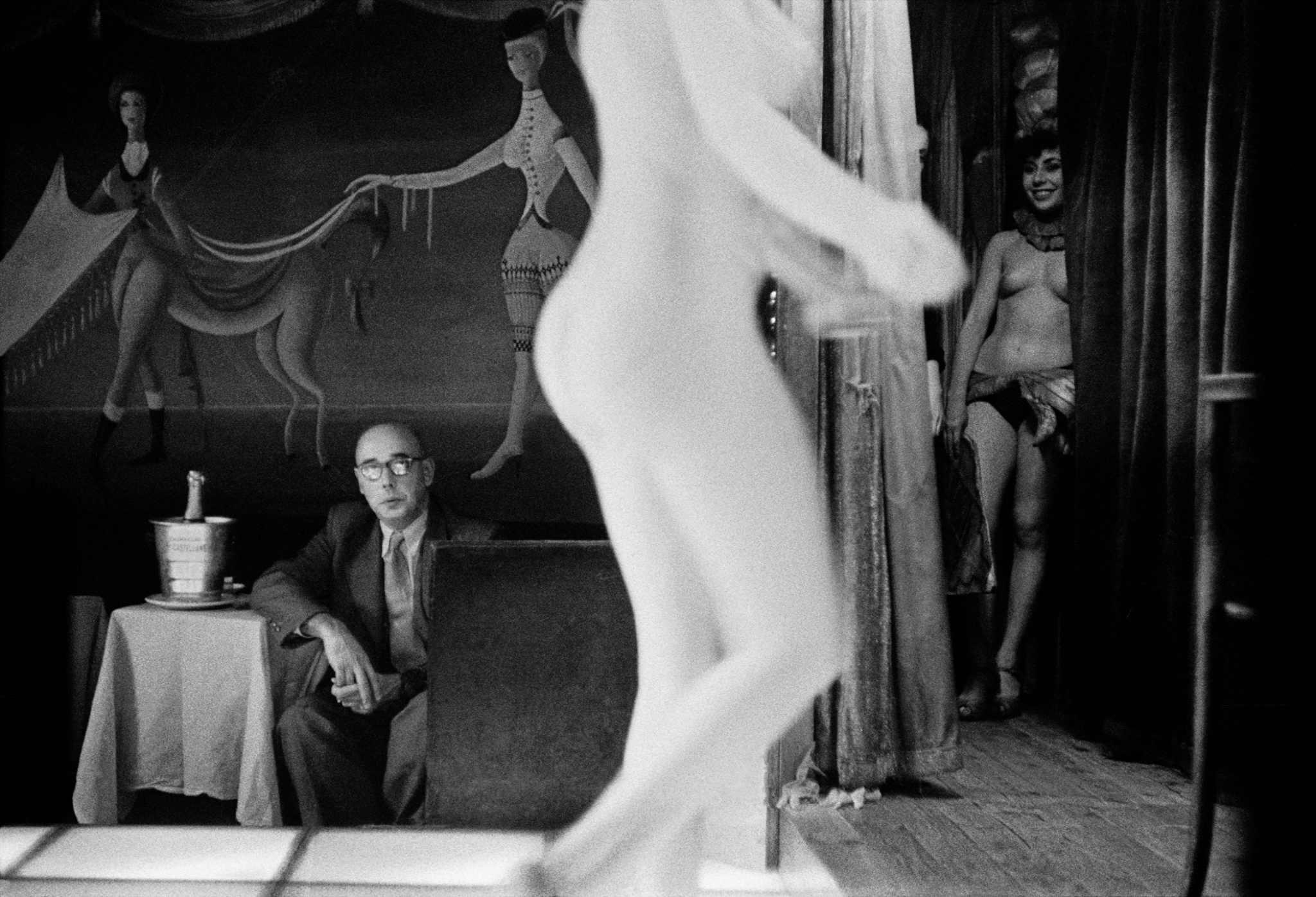 Fotó: Frank Horvat: Le Sphinx, Paris 1956 © Frank Horvat
