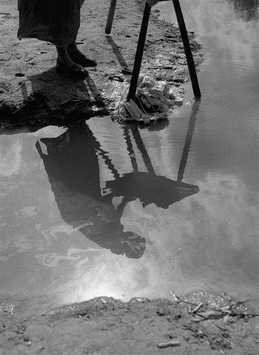 Fotó: Friedmann Endre: Mosónő, 1957 © Friedmann Endre